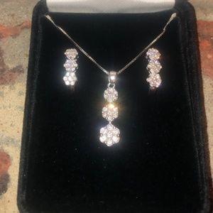Jewelry - 21stone Diamond necklace & earring set 10kt/14k